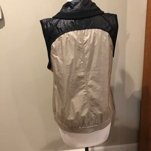 Chico's Tops - Chico's Zenergy Vest size 1 or 8-10 MINT condition